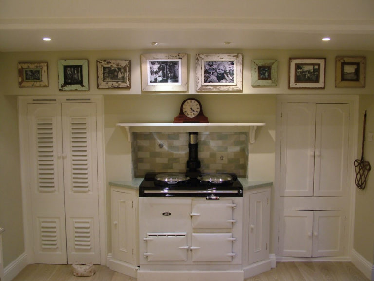 kitchen range with fitted cupboards in basingstoke
