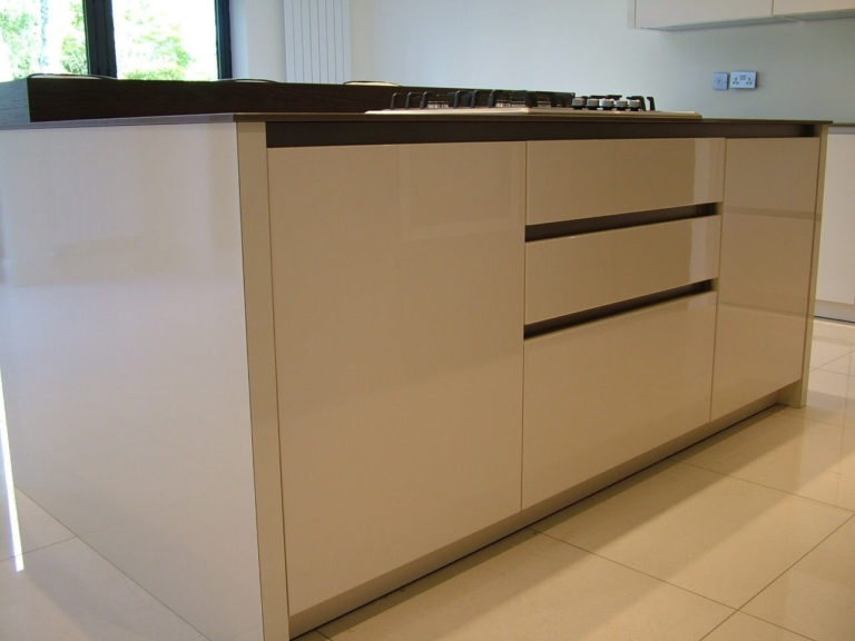 Gloss fitted kitchen units in basingstoke