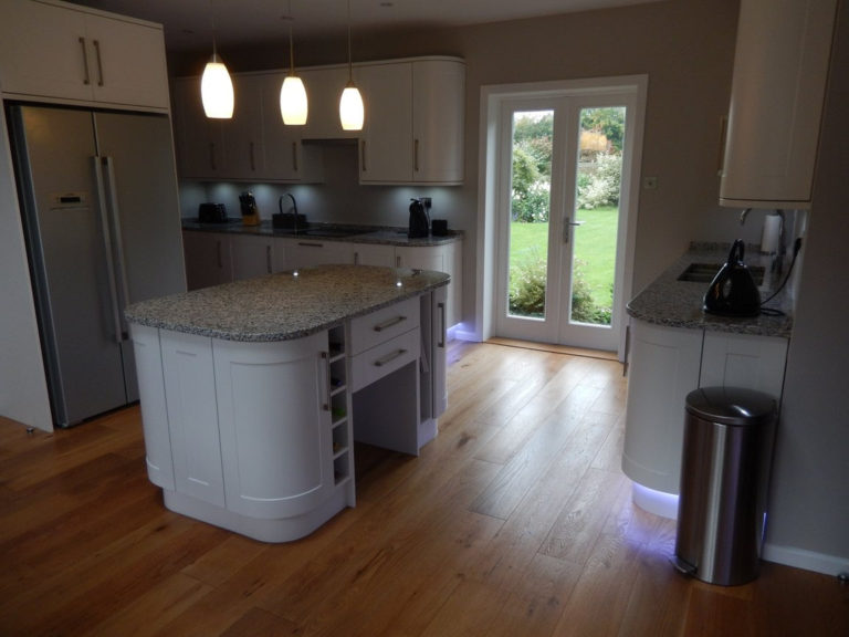 kitchen in white gloss in basingstoke design and fitting