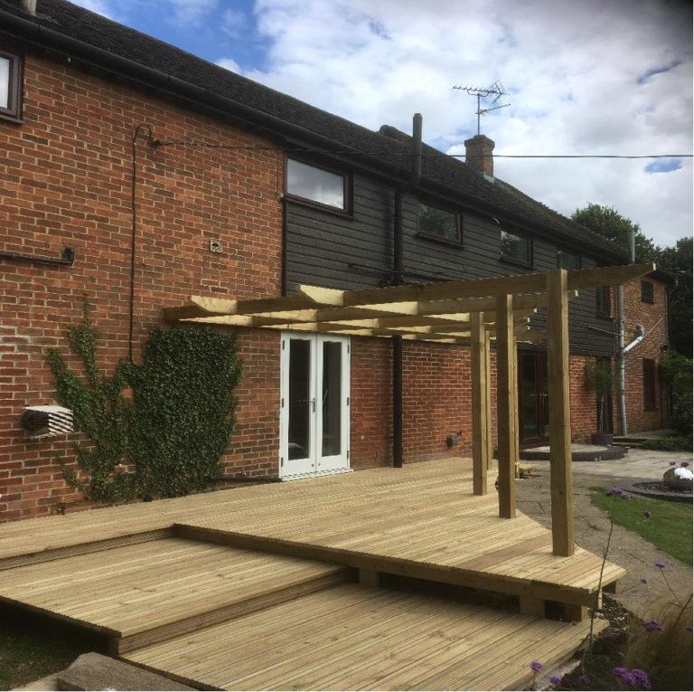 bespoke decking and trellis david matthews carpentry and joinery basingstoke